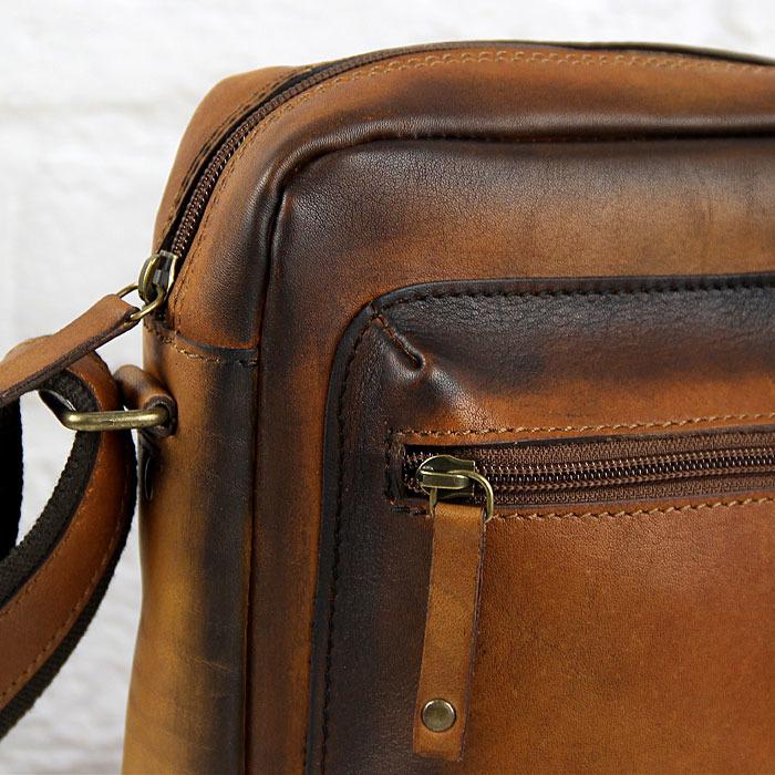 4ad52049cdb4d7 ... Skórzana torba na ramię koniakowa vintage unisex Daag Alive 30