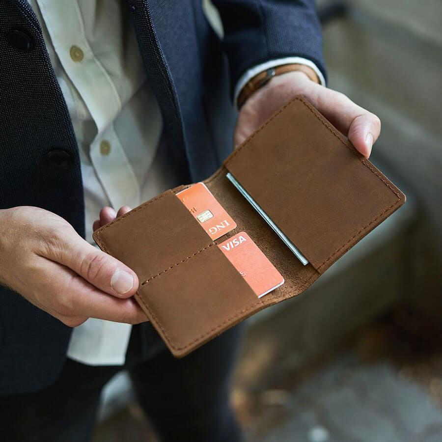 1c85ad6517b2c ... Skórzany cienki portfel slim wallet BRODRENE SW01 jasnobrązowy ...