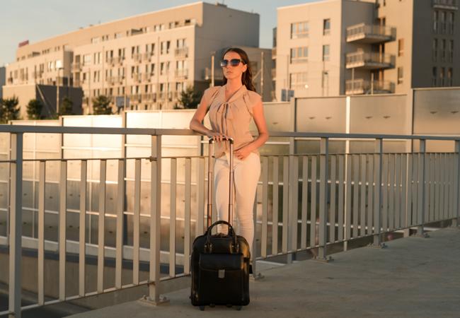 """Skórzana torba damska na laptopa 15,6"""" z odpinanym wózkiem Mcklein La Grange 96495 czarna"""
