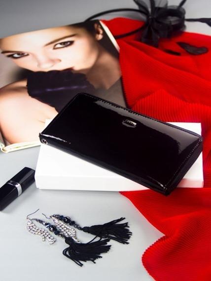 Skórzany portfel damski na zamek lakierowany czarny Loren 5201